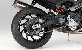 ¿Qué tipo de rines son los más recomendados para mi moto?